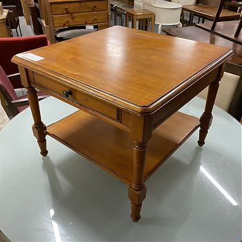 SQUARE COFFEE TABLE WITH CHERRY STAIN
