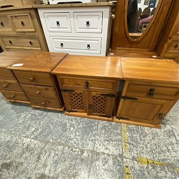 SELECTION OF VARIOUS PINE BEDSIDE LOCKERS